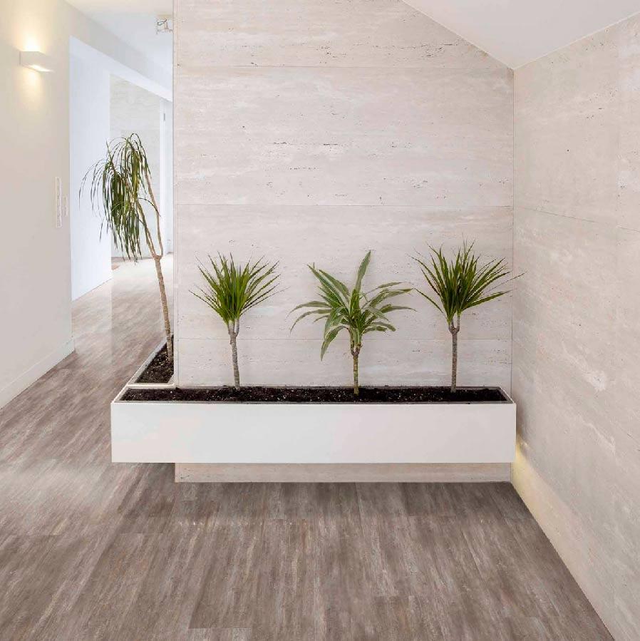 esquina de hotel con plantas
