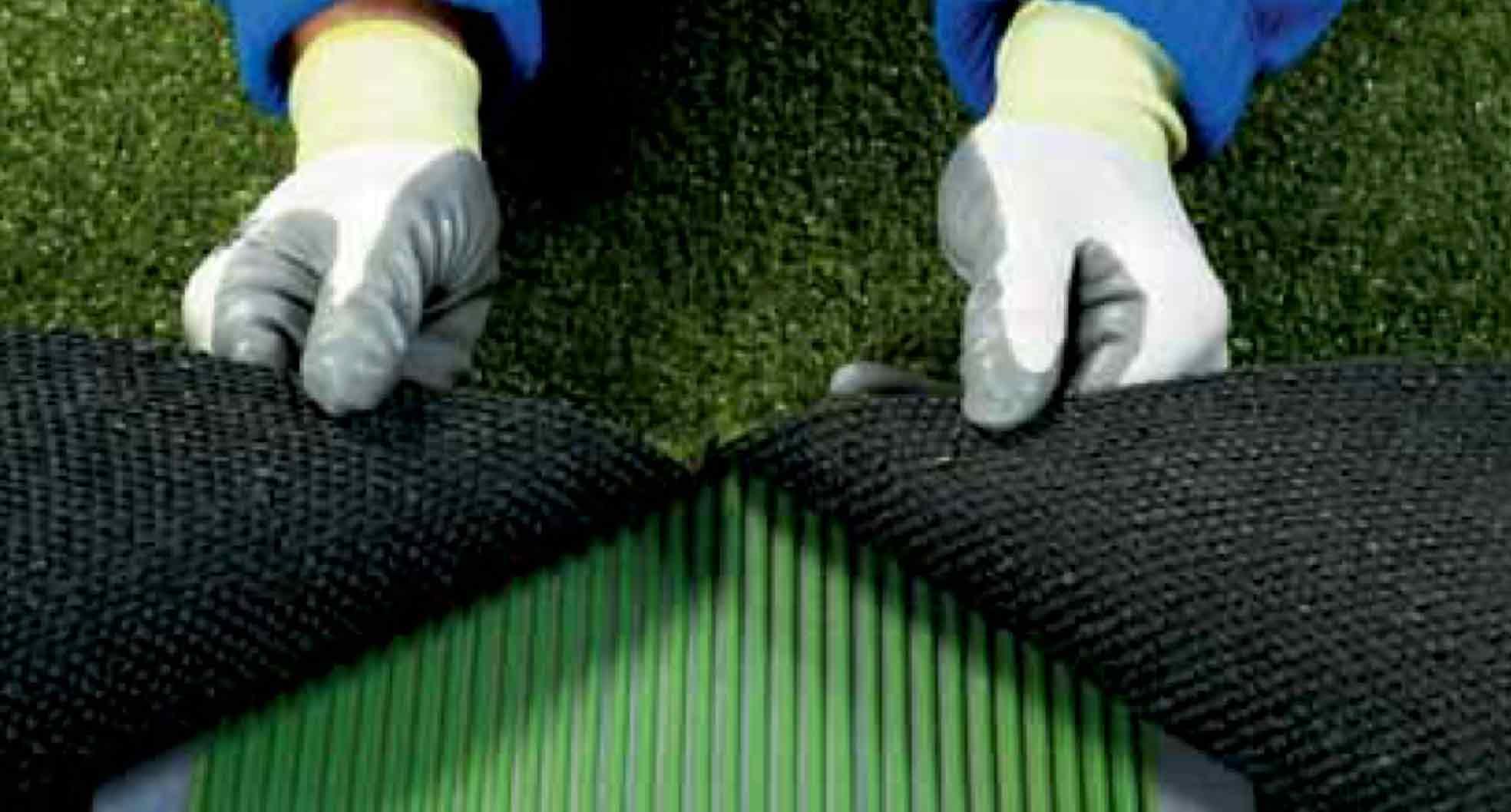 aplicación de ultrabond turf up 1K en pasto sintético
