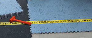 piso conductivo Gerflor GTI-EL5 en area ESD