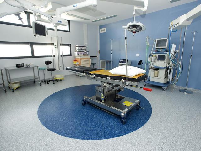 piso para quirofano