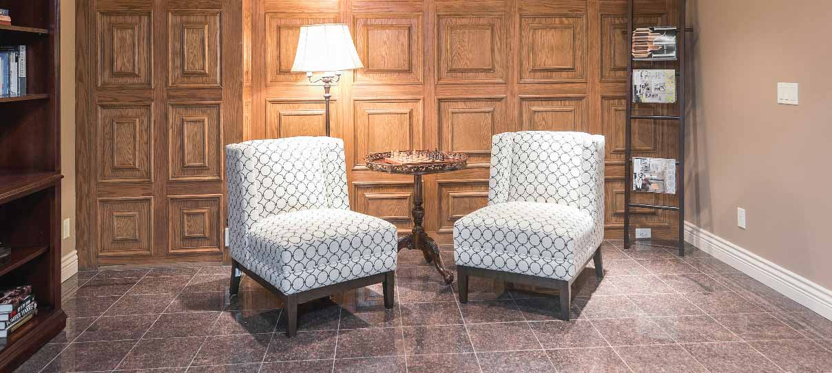 sillones sobre piso de porcelanato