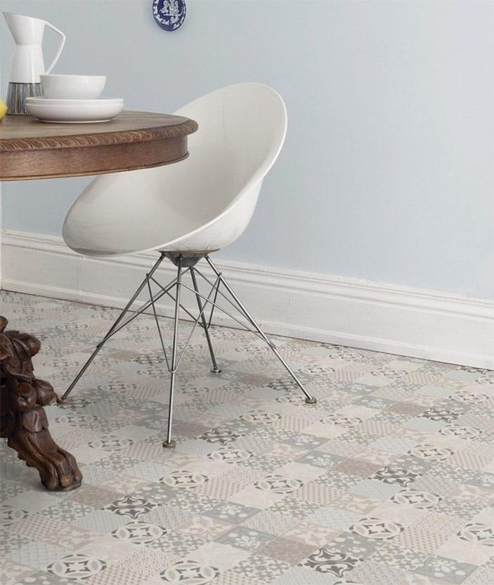 silla sobre piso residencial texline